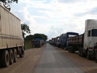 Camions au poste frontalier Kasumbalesa, Katanga, RD Congo